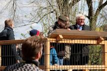 Einweihung des Loriotdenkmals mit Waldmöpsen